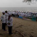 Pemkab Aceh Tamiang Bersihkan Sampah di Pantai Pulau Rukui